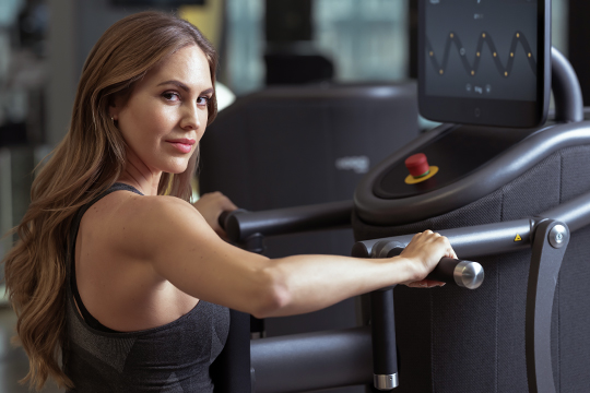 Women on Smart Strength machine