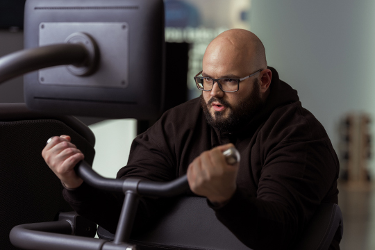 Large man on Smart Strength machine